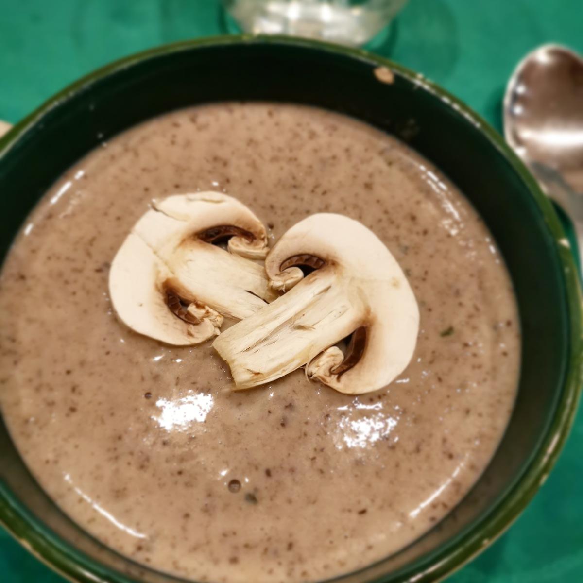 Mi Soupe mi Velouté aux champignons de paris - La cuisine d'une pin-up